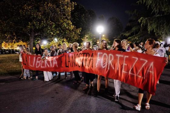 Assolti stupro: Firenze, in 1000 protestano contro sentenza