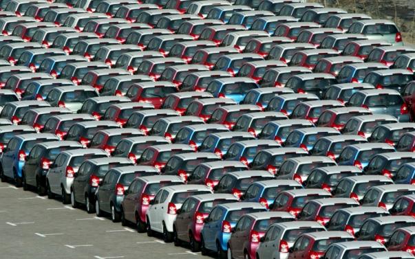 auto-compatte-coda-parcheggio