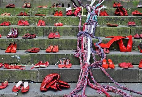 8 marzo: Scarpe rosse a Firenze per dire no alla violenza sulle donne